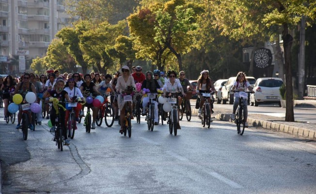 """Bursa'da bisikletin efendileri """"Süslü kadınlar"""""""