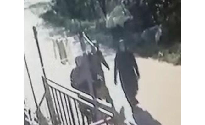 Kapıları zorlayan kadınlar böyle kameralara yakalandı