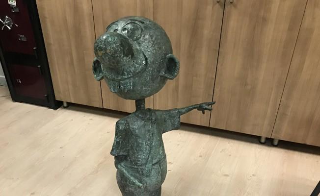 Avanak Avni heykeli bulundu