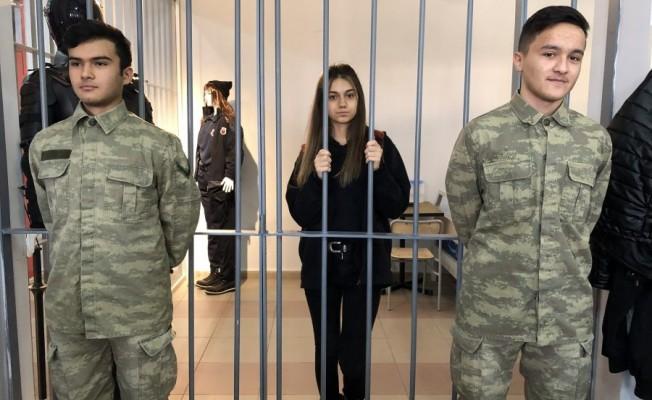 Bursa'da mahkeme kurup hapse attılar!