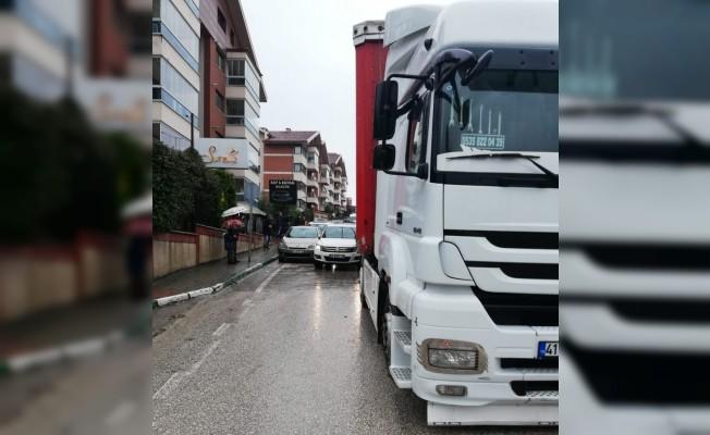 Bursa'da TIR dehşeti! Lüks araçları biçti