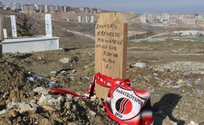 Hristiyan futbolcunun mezarına 'Ruhuna Fatiha' yazılmış!