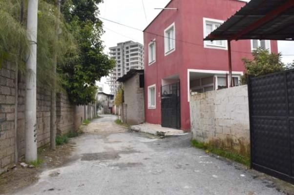 Kırmızı ev,gizeminii koruyor! Bu ev yüzünden bütün mahalle taşındı
