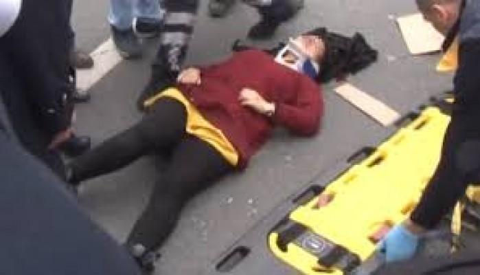 Korkunç olay! Genç kadın seyir halindeki araçtan yola atladı