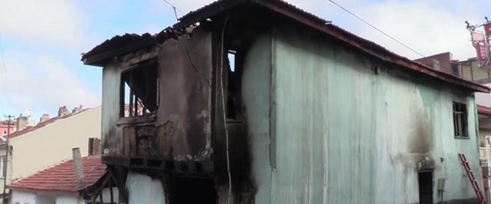 Elektrikli ısıtıcı evi yaktı! 2 ölü