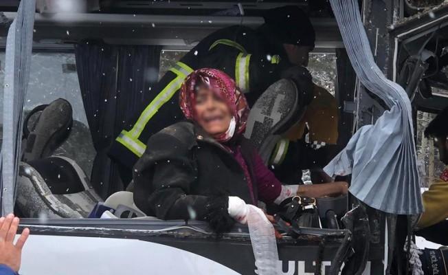 Sarıkamış'ta midibüs ile TIR çarpıştı: Çok sayıda yaralı