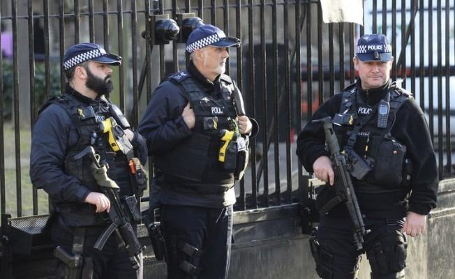 Londra'da saldırgan alarmı!