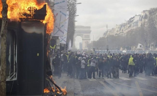 Macron, Şanzelize'yi kapatmaya hazırlanıyor!