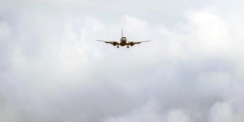 Kuş sürüsüne çarpan kargo uçağı geri döndü