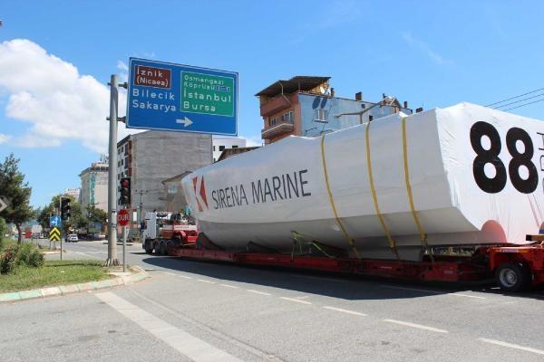 Dev tekne, karadan götürüldü