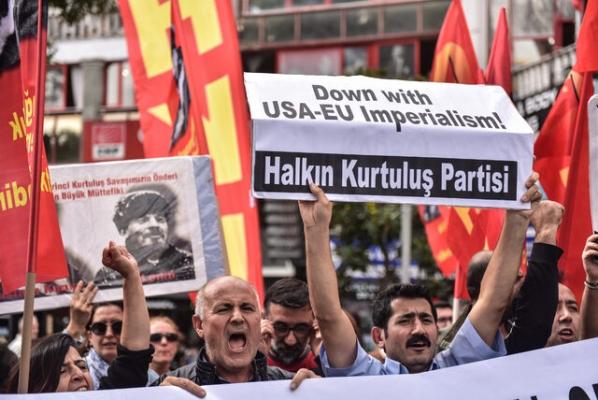 NATO Genel Sekreteri'ni protesto ettiler!
