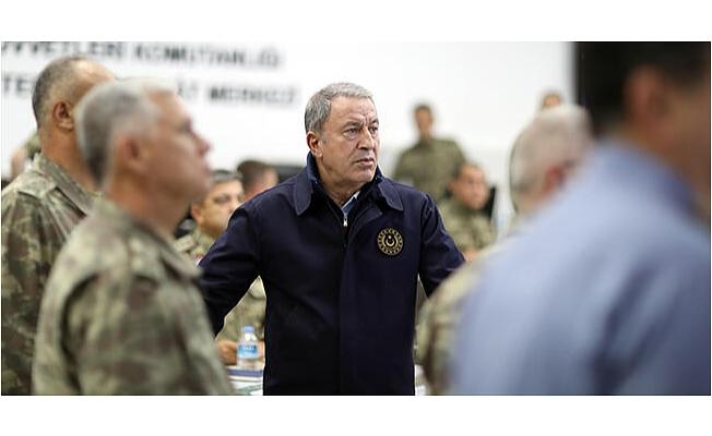 Son dakika... Milli Savunma Bakanı Akar ve komutanlar sınır hattında