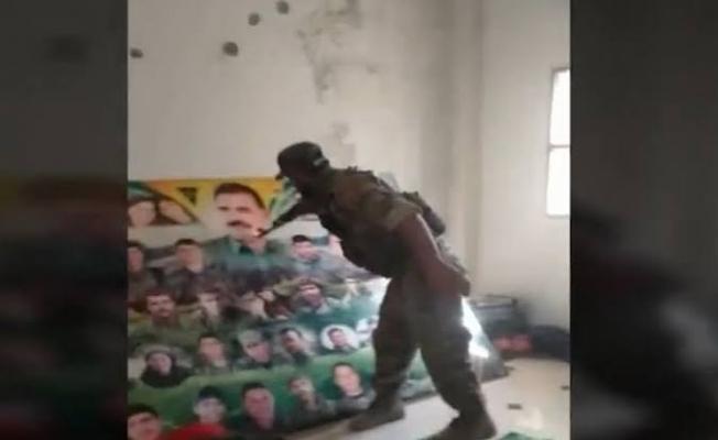 Suriye Milli Ordusu mensubu bir asker, Öcalan posterini delik deşik etti .