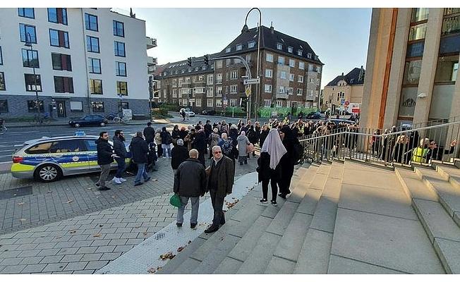 Almanya Diyanet İşleri Merkezi'nde bomba paniği
