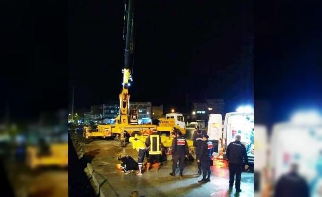 Beton blokların altında kalan makinist öldü