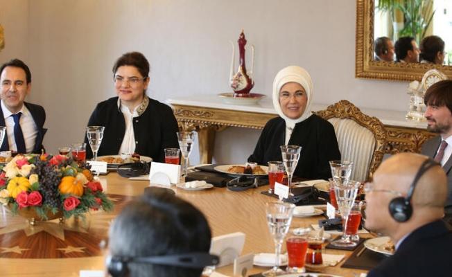 Çocuk doktorları  Emine Erdoğan'ı ziyaret etti