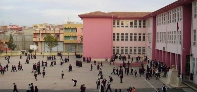 Skandal olayda okul müdürü açığa alındı