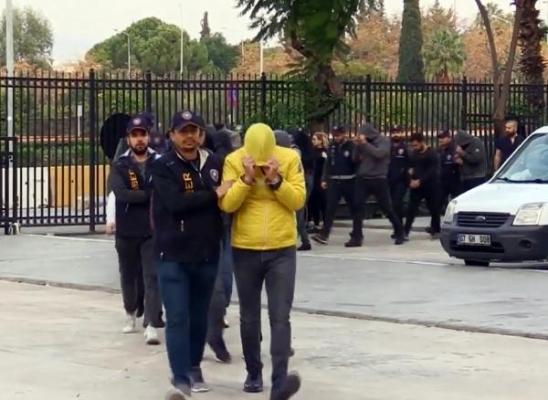 Tatilcileri milyonlarca lira dolandıran 9 kişi tutuklandı!