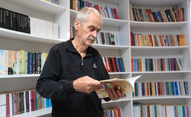 Yaşlı adam okuduğu kitap sayısıyla şaşırttı