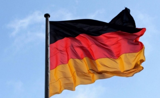 Almanya 2 Rus diplomatı sınır dışı etti