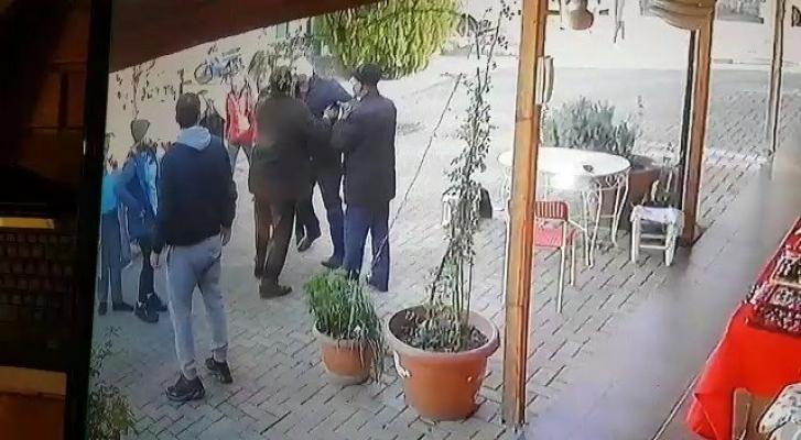 Suçladığı kız öğrencileri kovaladı!