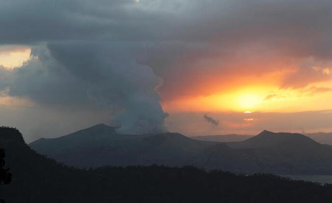 Filipinler'de Taal Yanardağı için uyarı!