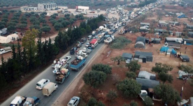 Yeni göç dalgası! 30 bini aşkın Suriyeli daha Türkiye sınırına dayandı...