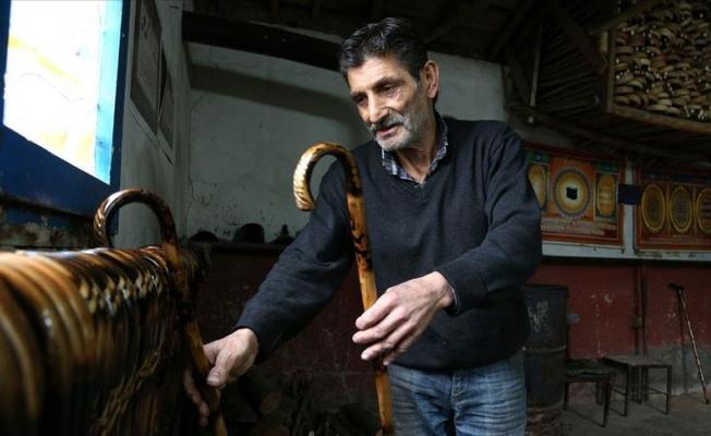 25 yıldır el emeğiyle baston üretiyor
