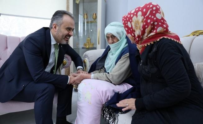 Başkan Aktaş'tan 107 yaşındaki Zahide nineye ziyaret!