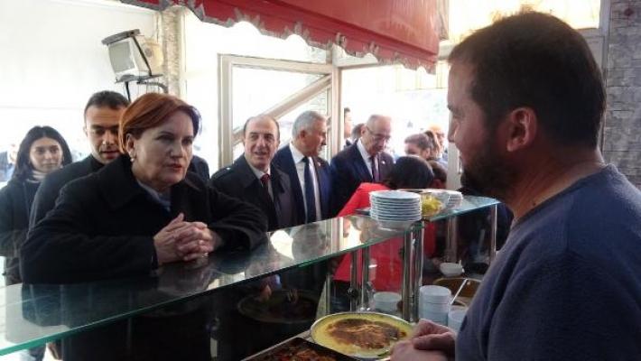 İYİ Parti Genel Başkanı Akşener, Bursa esnafının sorunlarını dinledi