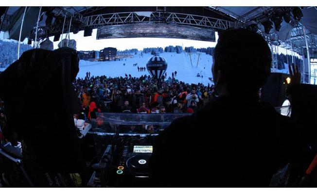 Zirve'de festival 16 saat aralıksız müzik ile sona erdi