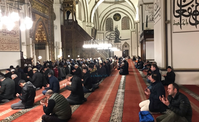 """Bursa'daki camilerde, ordumuz için """"zafer"""" duası yapıldı"""