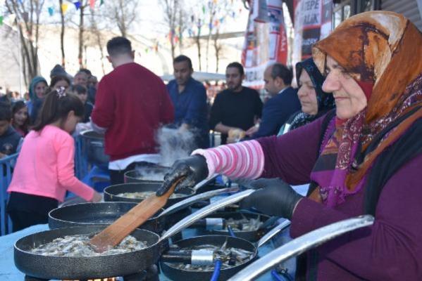 İnegöl'de Hamsi Festivali'ne büyük ilgi