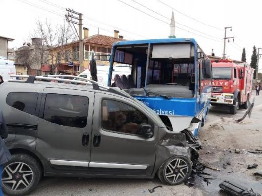 Kocaeli'de feci kaza: 27 yaralı