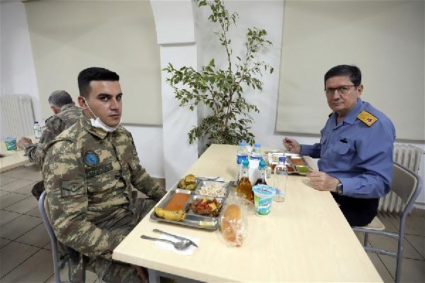 Bakan Akar ve TSK komuta kademesi Suriye sınırında (2)