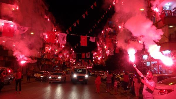 Mersin'de meşaleli, havai fişekli 19 Mayıs kutlaması