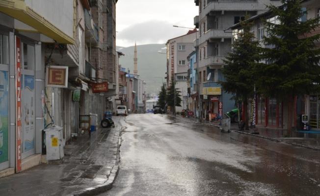 Sarıkamış'ta cadde ve sokaklar boş kaldı