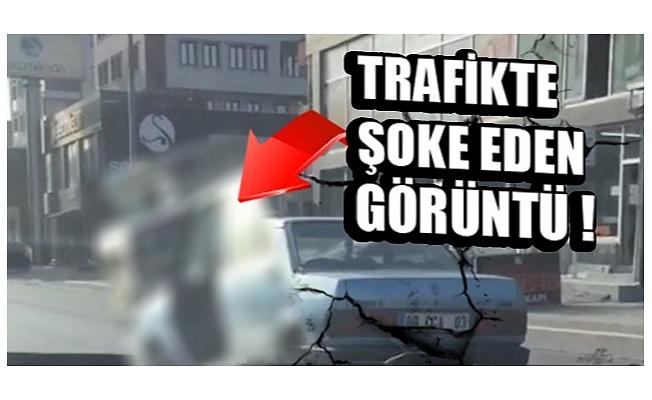 Bursa'da kapısı olmadan trafikte seyreden otomobil görenleri şaşkına çevirdi
