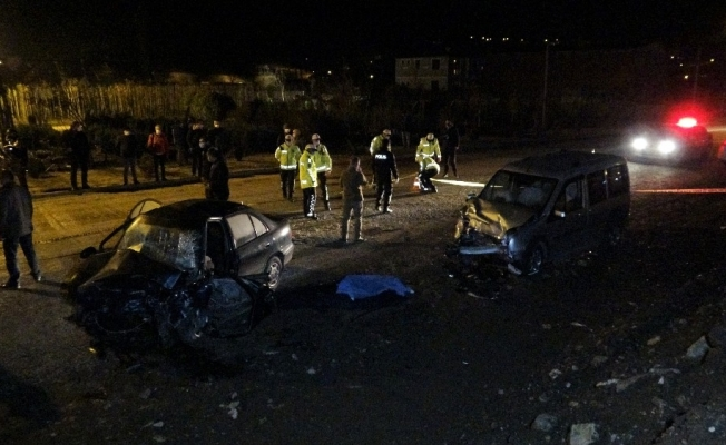 Tokat'ta iki araç kafa kafaya çarpıştı: 1 ölü, 1 ağır yaralı