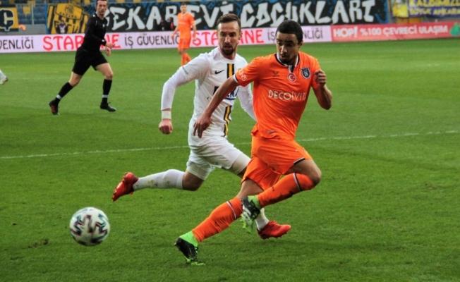 Süper Lig: MKE Ankaragücü: 1 - Medipol Başakşehir: 1 (İlk yarı)