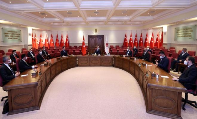 Bakan Akar, Avrupa'daki Türk dernek temsilcileri ile görüştü