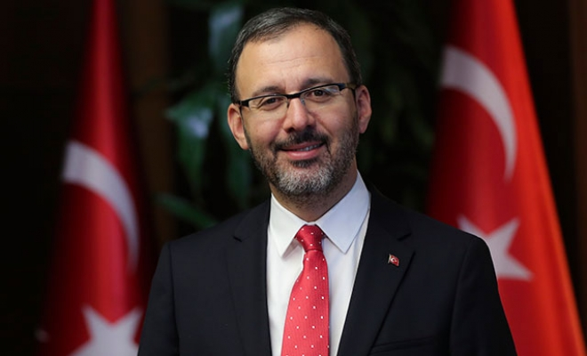 Bakan Kasapoğlu, Taha Akgül'ü tebrik etti