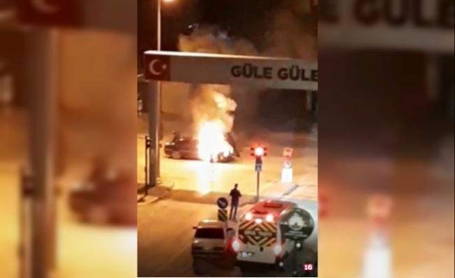Bursa'da araç hareket halindeyken alev aldı!