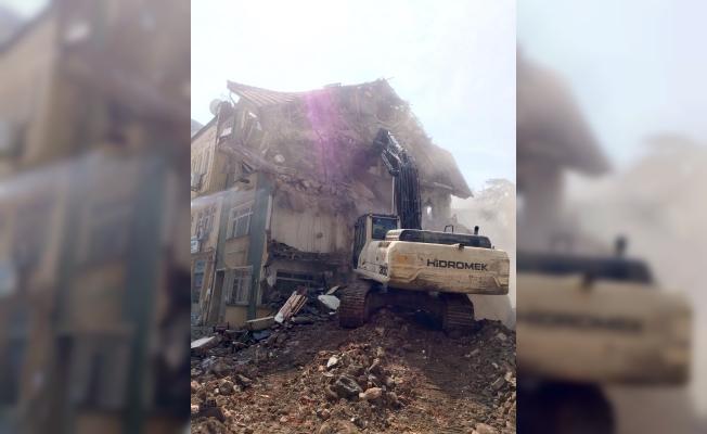 Bursa'da Depreme Dayanıksız Bina Yıkıldı