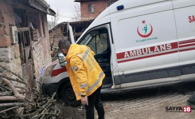 Bursa'da koronavirüs hastasını almaya giden ambulans kaza yaptı!