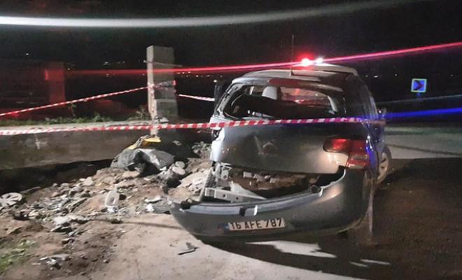 Bursa'da otomobil köprü beton bloğuna çarptı: 3 ağır yaralı