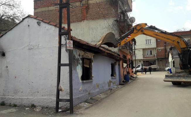 Bursa Osmangazi'de metruk binalar huzur ve güvenlik için yıkılıyor!
