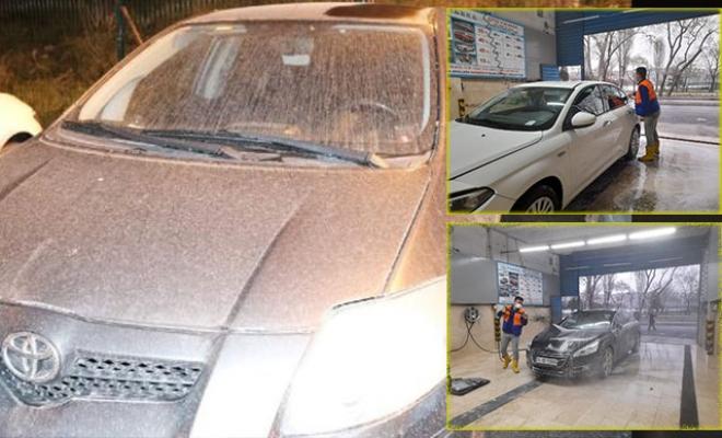 Çamur yağdı, sürücüler soluğu oto yıkamacılarda aldı