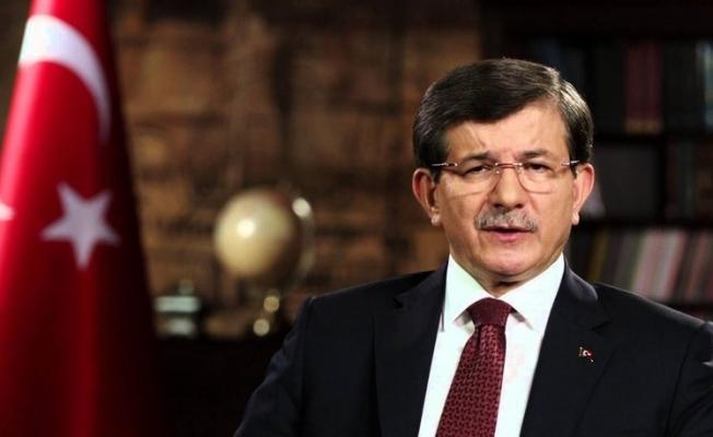 Darbe imaları barındıran bildiri metnini Davutoğlu, ilk önce kınadı. Kılıçdaroğlu'nun açıklama yapmasından sonra da CHP Lideri'nin açıklamasına benzer ifadeler kullandı.