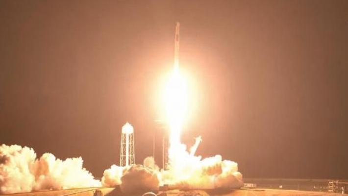 Dünya nefesini tuttu: SpaceX 4 astronotu uzay istasyonuna gönderdi